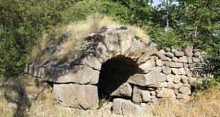 Tavlusun Roma Mezarı